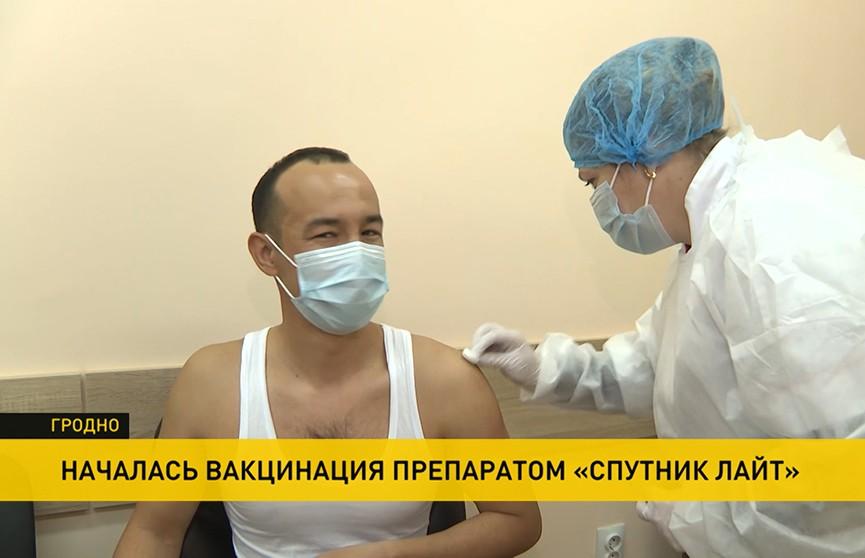Студентов в регионах стали прививать вакциной «Спутник лайт»