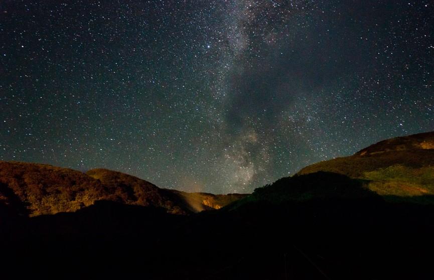 Фотограф запечатлел падение двух космических объектов на Камчатке