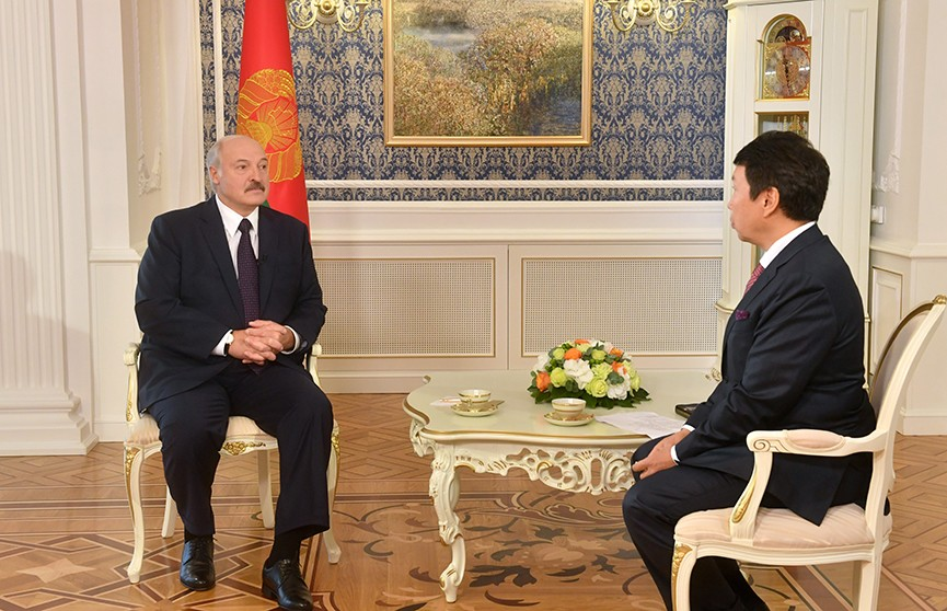 Лукашенко дал интервью крупнейшему информагентству Казахстана