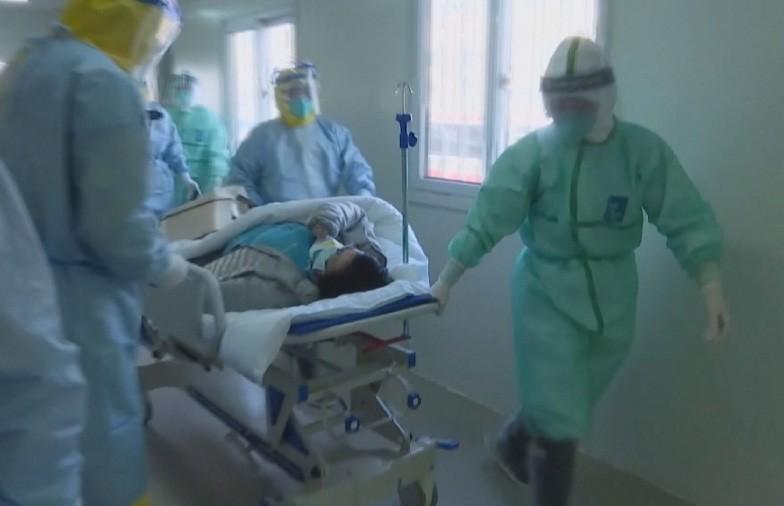 Число погибших от коронавируса в Китае достигло 2004 человек