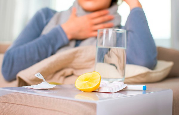 Лечение коронавируса: когда вызывать скорую и какие лекарства и предметы иметь при себе дома?