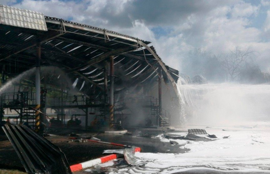 Бензовоз загорелся на нефтебазе в Бресте (ФОТО)
