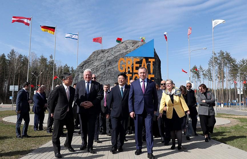 Иностранные дипломаты посетили индустриальный парк «Великий камень» и оценили его потенциал