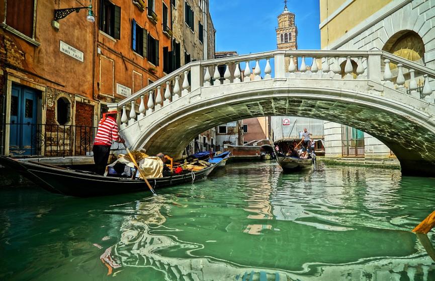 Гондольеры Венеции сократили вместимость лодок из-за располневших туристов