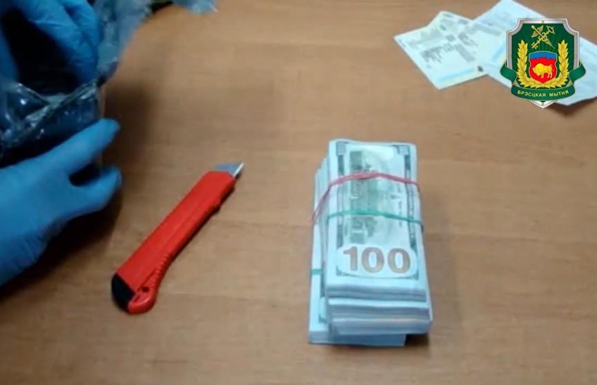–100500. Украинец забыл задекларировать $100 тысяч, а вспомнил, когда деньги нашли таможенники
