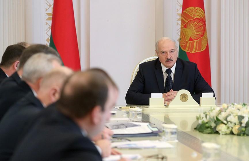 Александр Лукашенко: У нас сегодня 794 человека госпитализированы, 31 – на ИВЛ. Катастрофы абсолютно нет