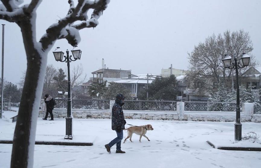 Из-за прошедшего снегопада сотни домов в Греции шестые сутки остаются без электричества