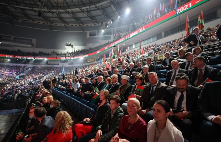 Лукашенко вместе с тысячами белорусов принял участие в патриотическом форуме