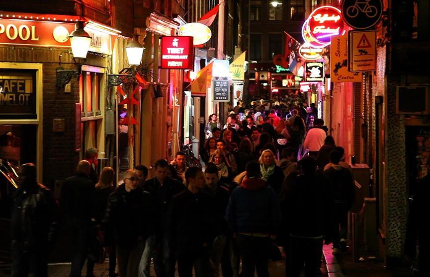 Квартал Красных фонарей в Амстердаме могут перенести за пределы центра города