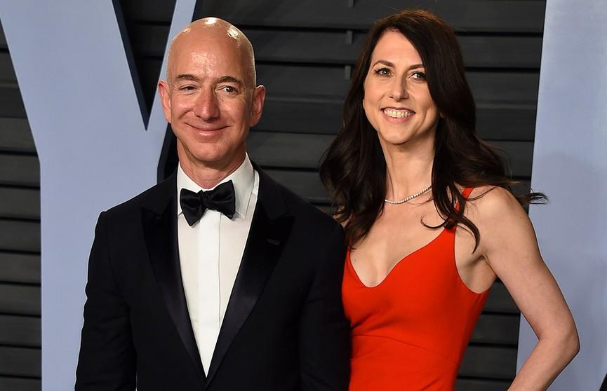 Богатейший человек планеты Джефф Безос развелся. Сколько денег получит его бывшая жена?