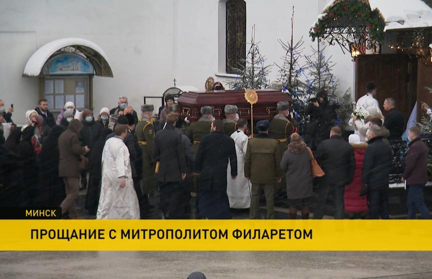 Белорусы прощаются с митрополитом Филаретом в Свято-Духовом кафедральном соборе