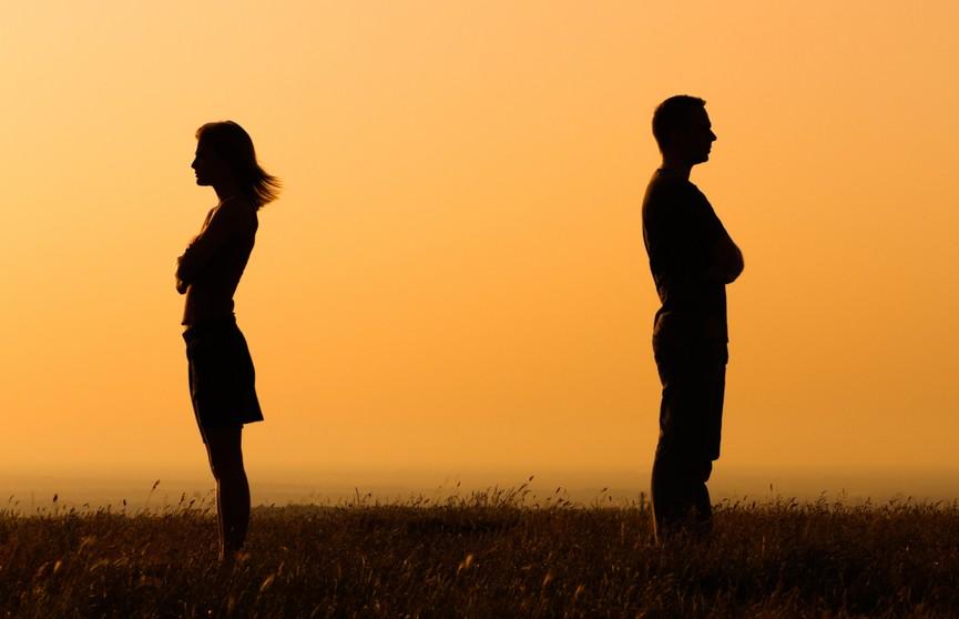 Женщина влюбилась в судимого и брала для него деньги взаймы. МВД рассказало, чем закончились отношения пары