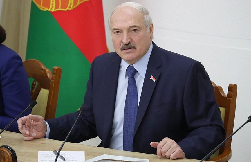 «Недопустимо, чтобы в глазах населения управленец ассоциировался с кабинетным чиновником». Лукашенко посетил Академию управления при Президенте