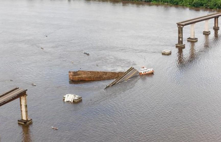 Часть моста обрушилась в Бразилии (Видео)