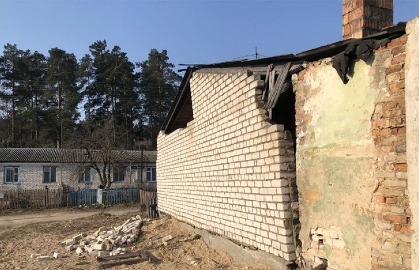 Фронтон жилого дома обрушился в Смолевичском районе, пострадавших нет