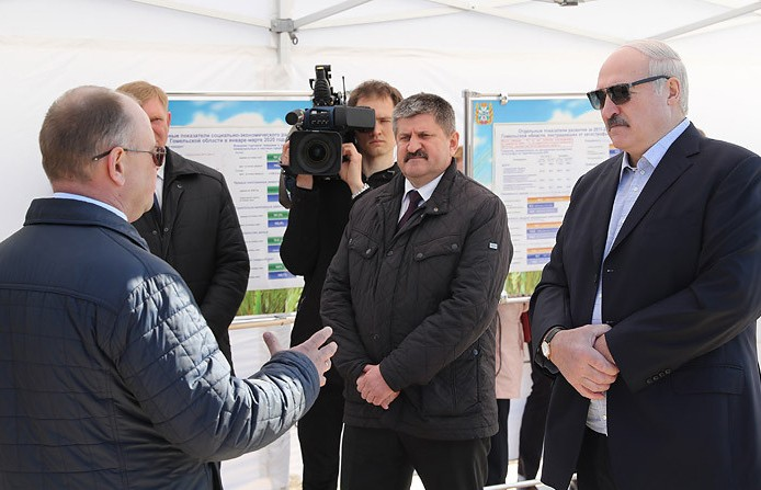 Александр Лукашенко в годовщину аварии на ЧАЭС посетил Наровлянский район