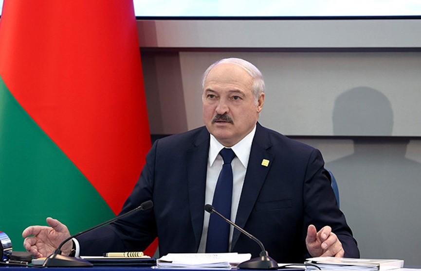 Лукашенко опроверг слухи о передаче власти в стране старшему сыну