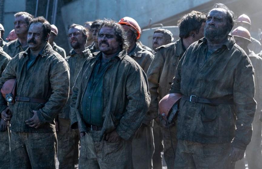 «Бесконечно пьют и бегают со стаканами водки». Экс-директор ЧАЭС раскритиковал сериал «Чернобыль»