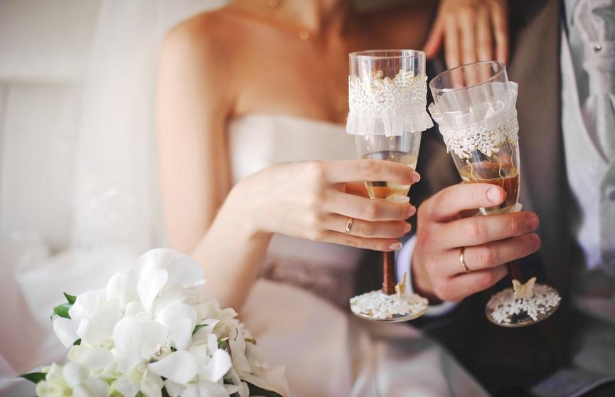«Мальчишник вышел чересчур дорогим»: лечение похмелья обошлось жениху намного дороже свадьбы