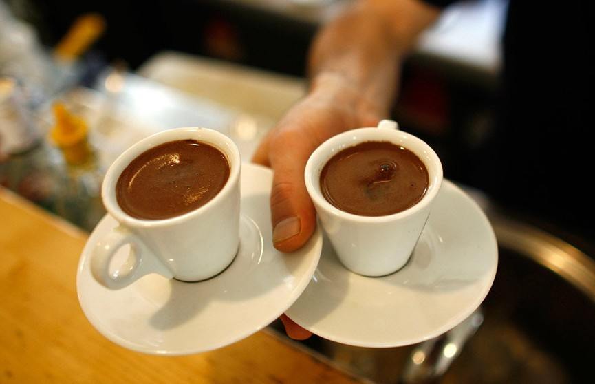 Три чашки кофе в день могут спасти от суицида и диабета