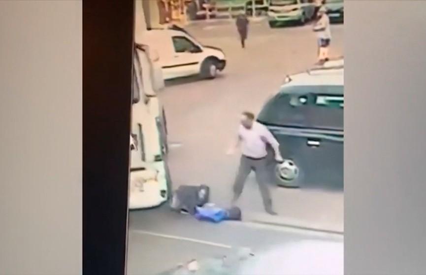 Вор-неудачник, убегая с места преступления, попал под грузовик (ВИДЕО)