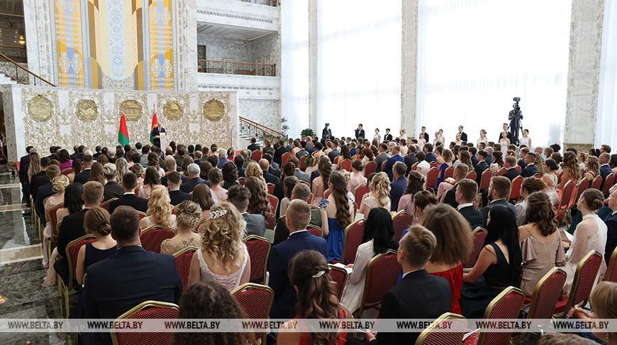 Лукашенко – молодежи: будьте осторожными в высказываниях, чтобы потом не было стыдно за свои слова