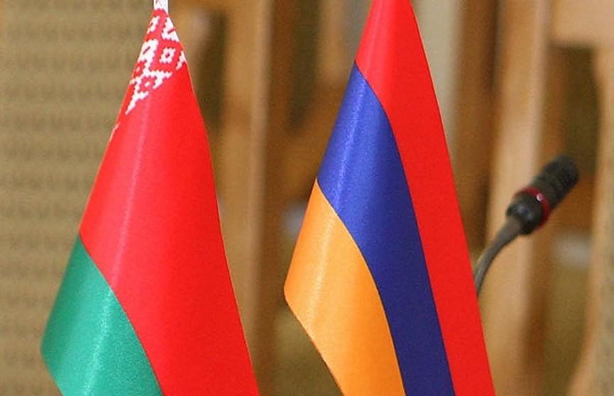 Александр Лукашенко поздравил президента Армении с Днём Независимости