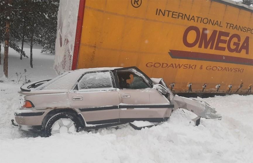 На трассе M10 фура лоб в лоб столкнулась с Mazda: водитель легковушки погиб