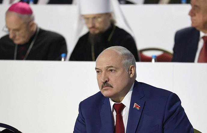 Лукашенко о зарплатах в конвертах: КГК поручено выкорчевать эту практику