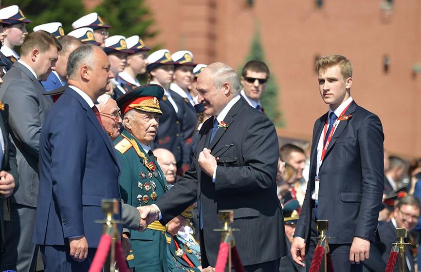 Юная девичья аудитория активно обсуждает Николая Лукашенко в Сети