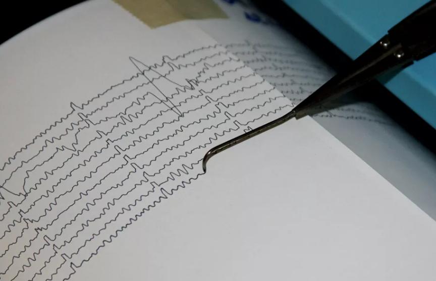 Два человека погибли при землетрясении в Иране