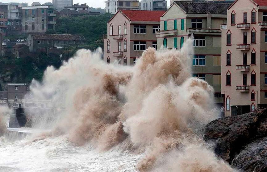 К эвакуации готовятся 15 млн человек: к Японии приближается супертайфун «Хагибис»