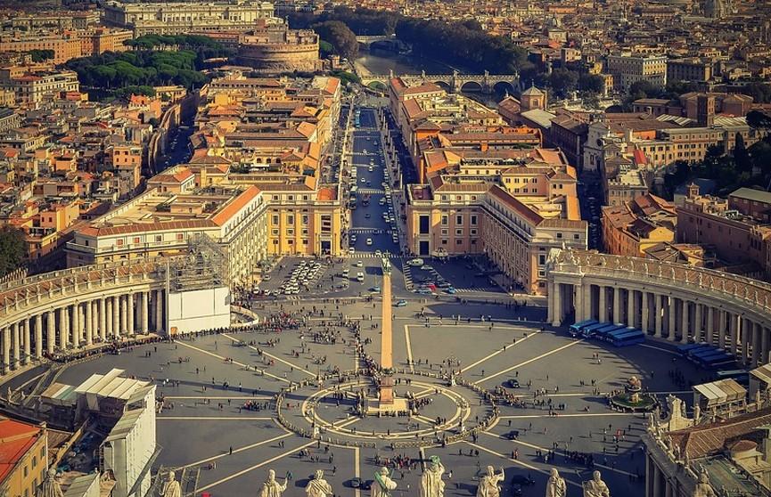 В Ватикане священникам запретили благословлять однополые браки