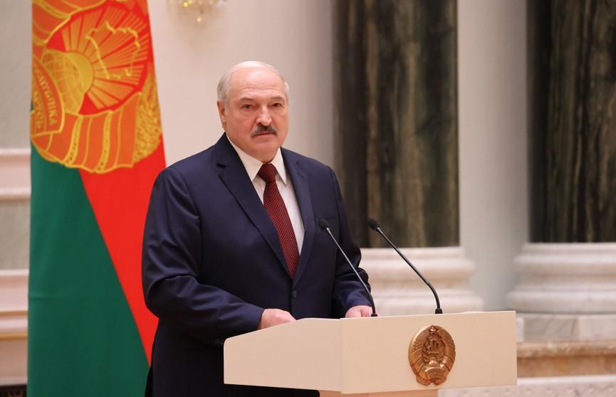 Лукашенко: Наступает период, когда человек в погонах должен показать народу, что он не зря ест хлеб