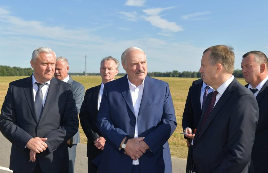 Лукашенко об уборочной кампании: «Главное – стратегия». Рабочий визит Президента в Стародорожский район