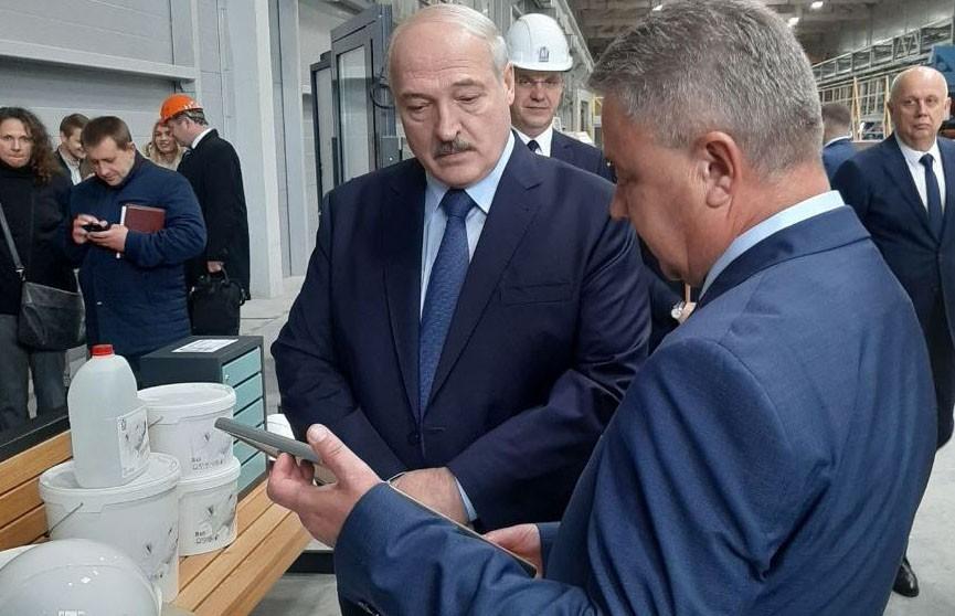 Лукашенко на «МАПИДе» подарили сертификат на двухкомнатную квартиру, он отдал его для семьи военнослужащего