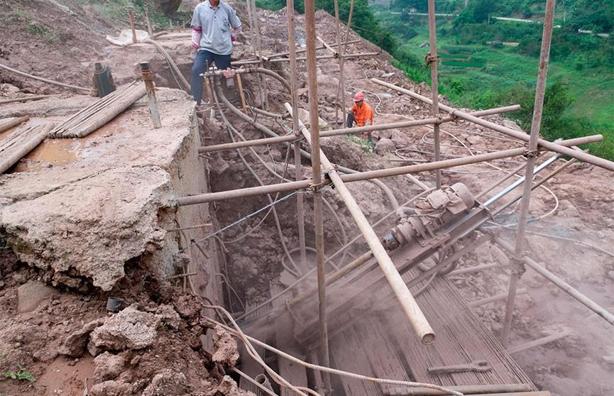Восемь человек погибли в результате схода оползня в Непале