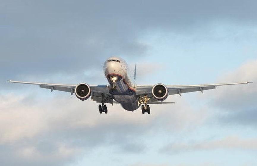 В Афганистане потерпел крушение самолет. На борту находилось 83 человека