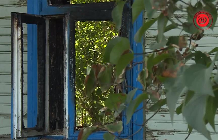 Облил алкоголем – и чиркнул спичкой. Под Гродно 45-летний мужчина поджег дом: в огне погибла его мать