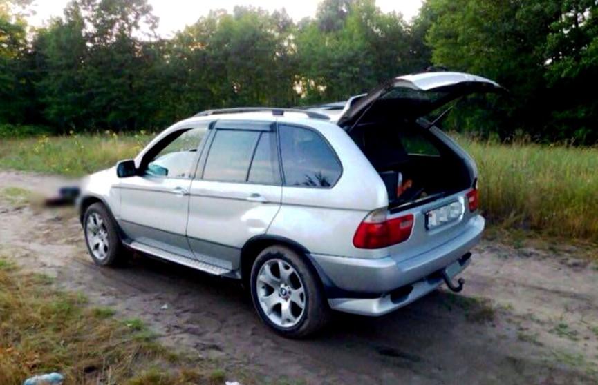 Идея покататься на капоте BMW стала фатальной
