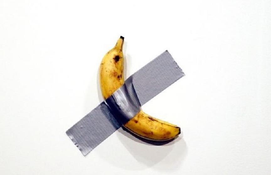 Приклеенный к стене банан продали за $120 тысяч