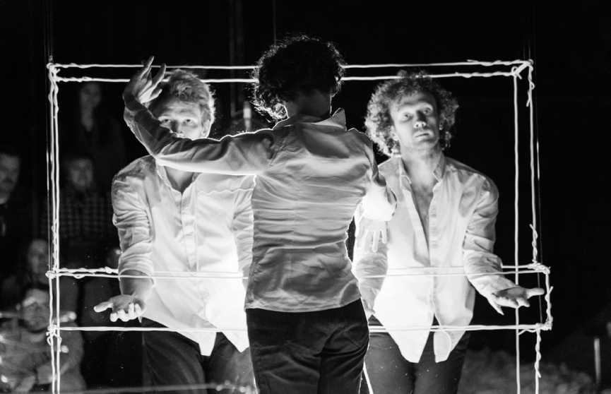 Можно ли из воздуха сделать танец? А театр танца «Каракули» создали спектакль «Воздух», которым можно дышать