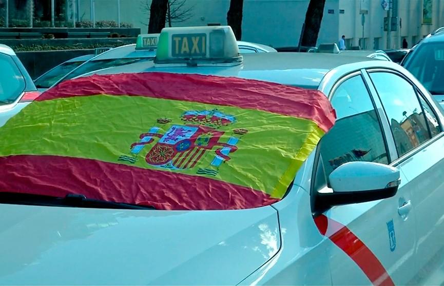 Мадрид парализован. Сотни таксистов бастуют на улицах испанской столицы