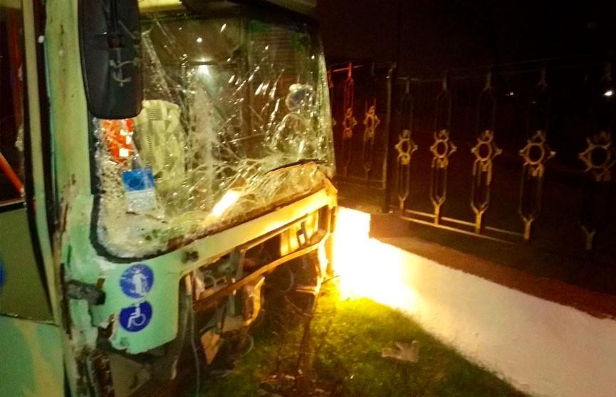 Серьезное ДТП с участием троллейбуса в Минске: пострадали по меньшей мере 3 человека, один – в тяжелом состоянии