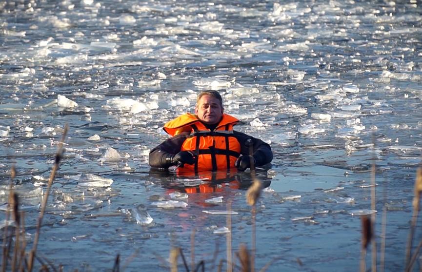 Как действовать, если вы провалились под лед? Правила, которые нужно знать всем