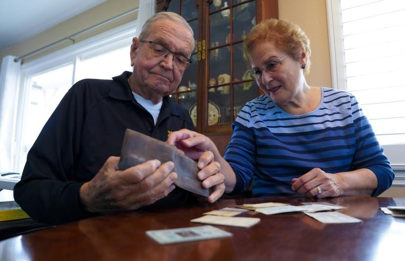Мужчина спустя 53 года нашел свой кошелек, который потерял в Антарктике (ФОТО)