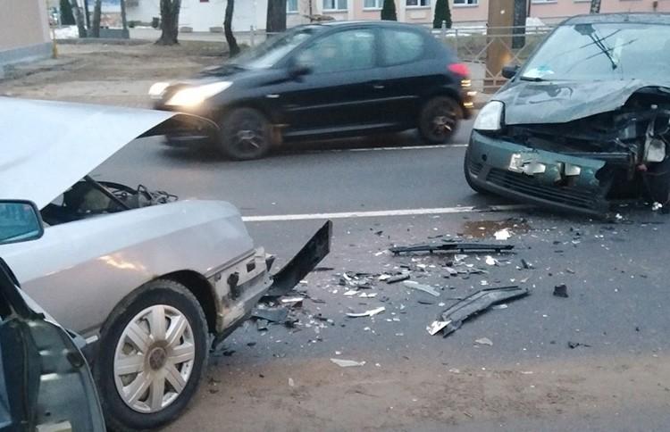 Два автомобиля столкнулись в Гродно: пострадал мужчина