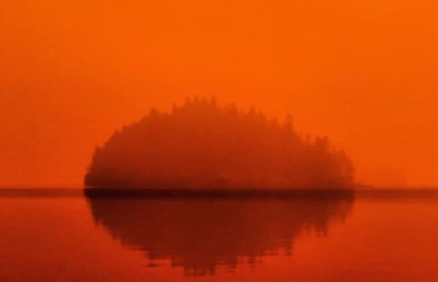 Канадское озеро стало похоже на Марс из-за лесных пожаров