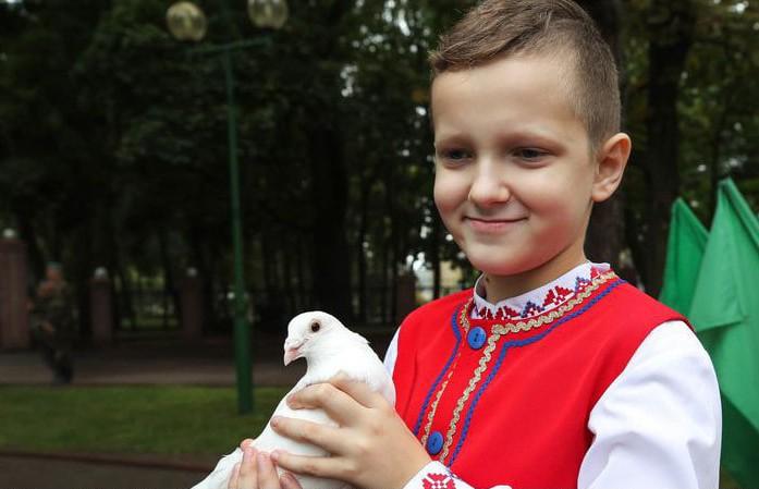 Александр Лукашенко поздравил белорусов с Днем народного единства