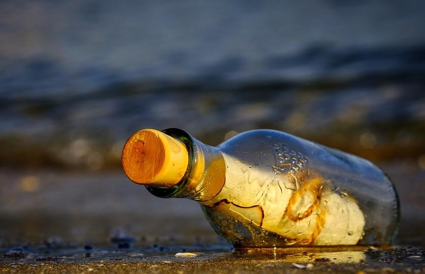 В Канаде на пляже нашли старинную бутылку с письмом. Ученые считают, что это письмо с «Титаника»